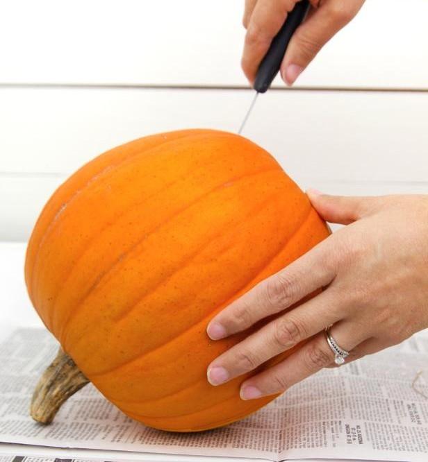 original_Layla-Palmer-Halloween-Pierced-Pumpkin-Step1_s3x4.jpg.rend.hgtvcom.616.822